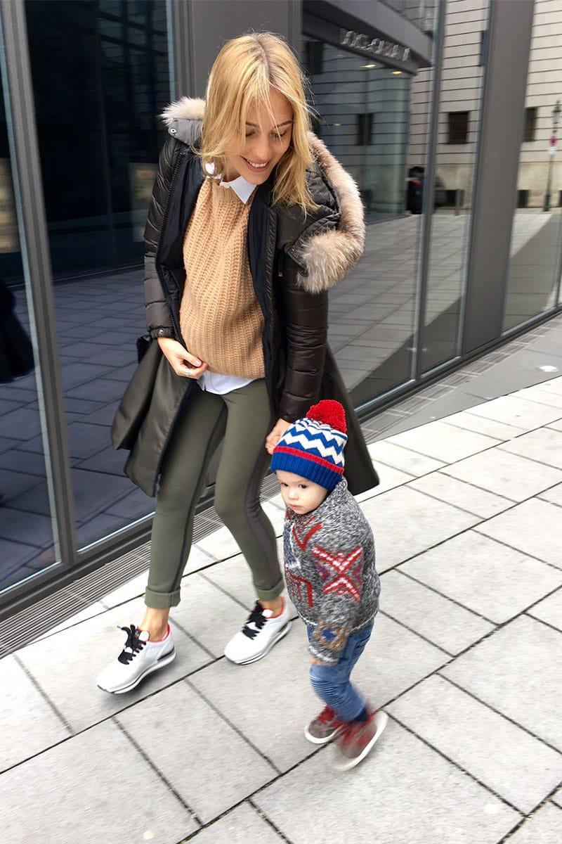 Těhotenská móda - svetr a kabát