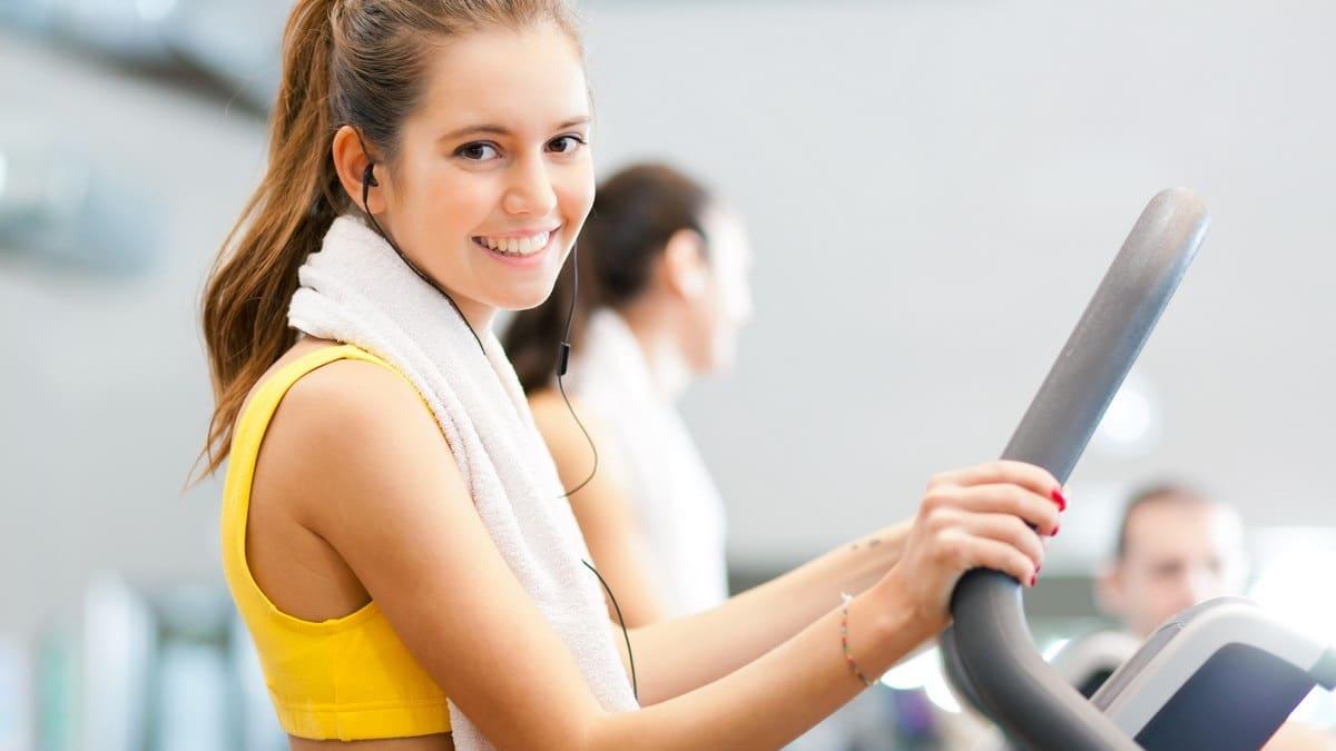Ženy a cvičení - běhací pás